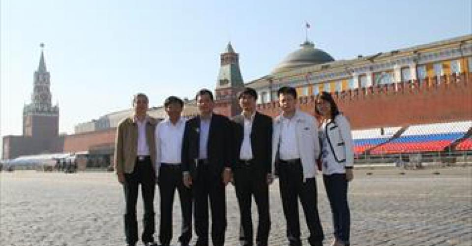 The delegation of Song Da holdings visits and works in Russia